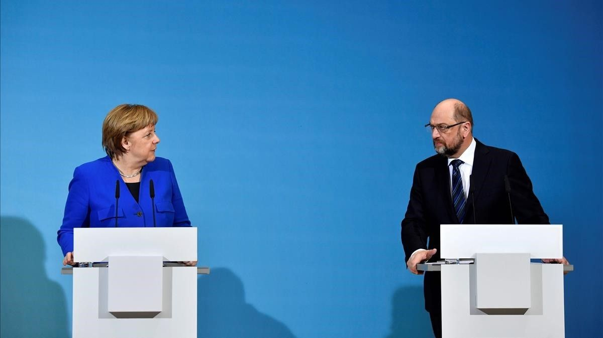 Merkel y Schulz, durante la rueda de prensa conjunta, este viernes.