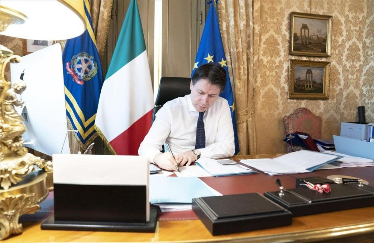 El primer ministro italiano, Giussepe Conte, en una videoconferencia.