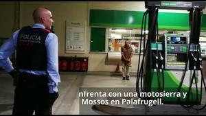 Un hombre se enfrenta con una motosierra y un cuchillo a la policía en Palafrugell.