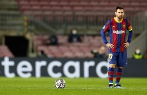 Leo Messi, decepcionado ante el PSG.