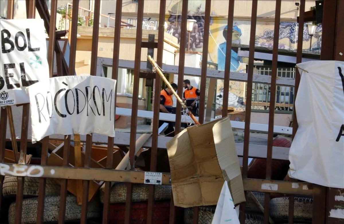 Desalojada la antigua fábrica Can Sanpere de Premià de Mar