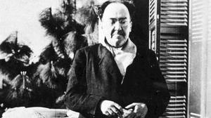 Antonio Machado, en Rocafort (Valencia), en abril de 1938.