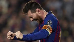 Messi celebra su soberbio gol de falta al Liverpool, el 3-0 del Barça.