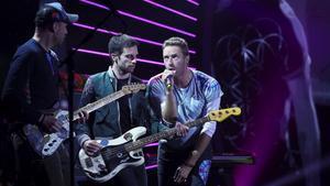 Chris Martin (a la derecha) y Coldplay, en el escenario del concierto benéfico Global Citizen Festival G-20, en Hamburgo, en julio del 2017.