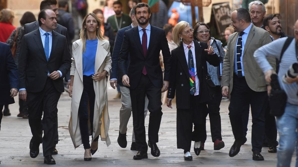 Pablo Casado,Cayetana Álvarez de Toledo y Rosa Diez antes delacto PP en el salon del Tinell