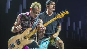 Michael  Flea  Balzary y Anthony Kiedis, en el concierto de RED HOT CHILI PEPPERS en el Palau Sant Jordi