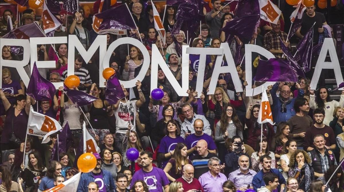 Simpatizantes de Podemos en un acto electoral en València durante la campaña del 20-D.