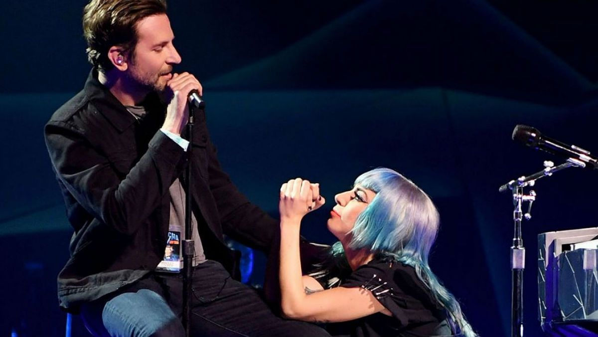 Bradley Cooper interpreta 'Shallow' junto a Lady Gaga en Las Vegas.