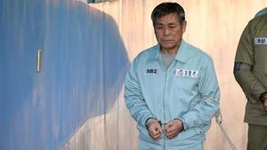 El pastor surcoreano Lee Jaerock, a su llegada al tribunal de Seúl que le juzgó.