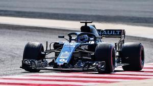 Fernando Alonso, durante un entrenamiento, con su Renault.