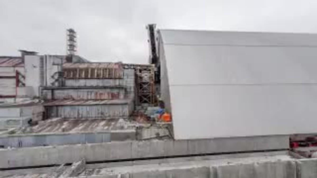 Vídeo que muestra el traslado del sarcófago gigante hasta la central de Chernóbil.