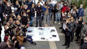 Protesta de restauradores en Nápoles por la orden de cerrar a las 18.00 horas.