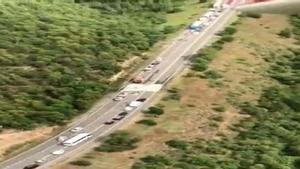 Dos morts en un xoc frontal entre un autocar i tres turismes a Lleida