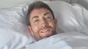 """Pablo Motos cuenta desde el hospital que ha sido operado del hombro: """"Me han metido un tubo por la garganta"""""""