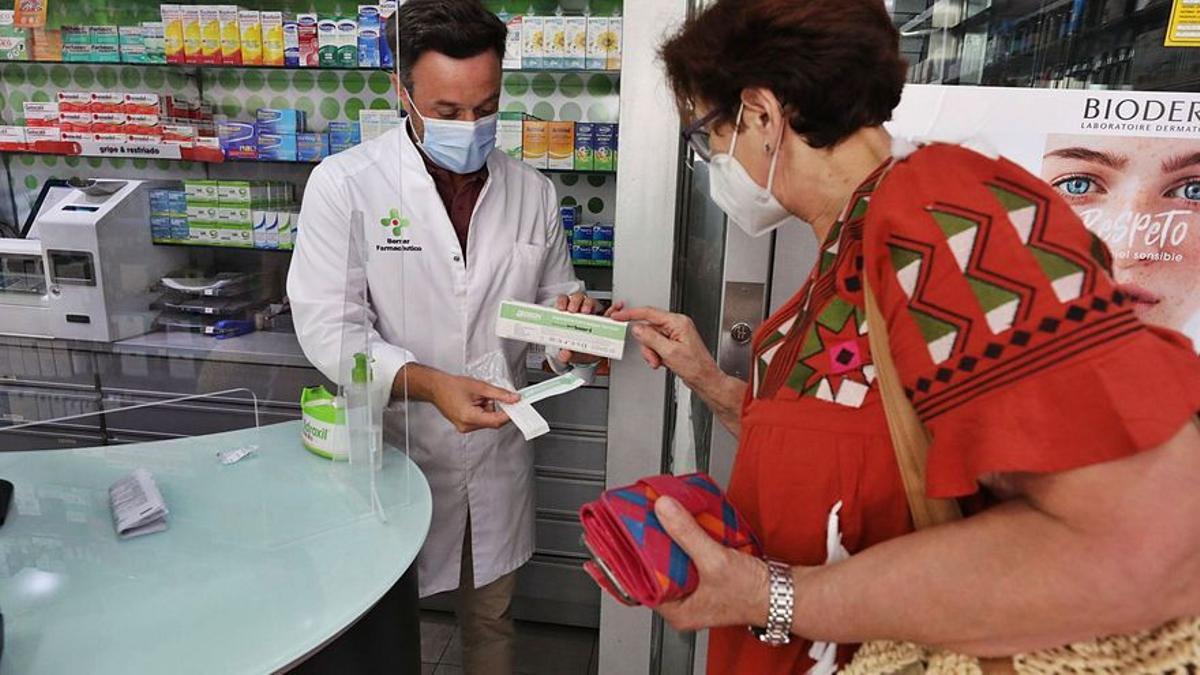Las farmacias catalanas se ofrecen como puntos de vacunación