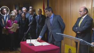 El 'pequeño Nicolás', destacado con un círculo blanco a la izquierda de la imagen, se coló en la toma de posesión de Jiménez Latorre como secretario de Estado, en el 2011.