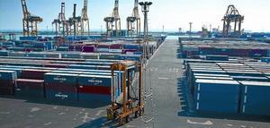 Terminal de contenidors al Puerto de Barcelona.