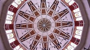 La cúpula del rehabilitado paraninfo de la Escola Industrial diseñando por Joan Rubió i Bellver.