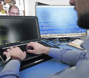 Treballadors de seguretat informàtica.