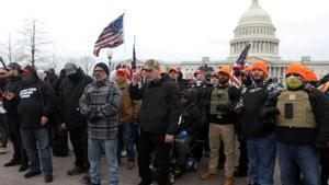 Miembros del grupo Proud Boys el pasado 6 de enero frente al Capitolio en Washington.