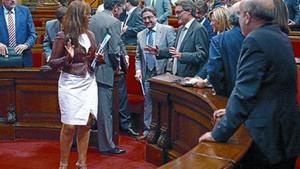 Distensión 8 Artur Mas y la presidenta del PPC, Alicia Sánchez-Camacho, bromean al término de la sesión.