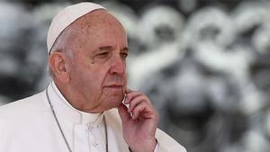 El papa pide suspender temporalmente las patentes de las vacunas en un mensaje al Vax Live.