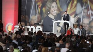 Un emotiu homenatge reivindica la figura de Carme Chacón