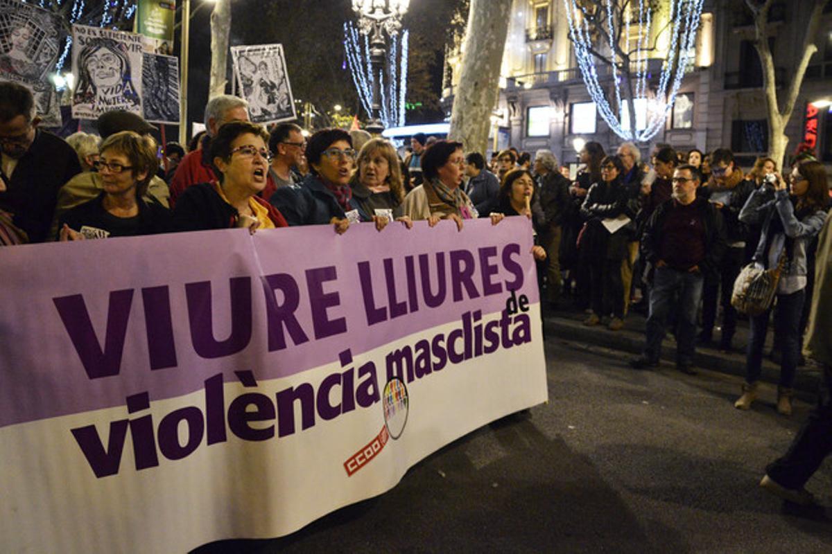 Manifestación contra la violencia de género conovcada por la 'Xarxa de dones feministes contra la violencia'.