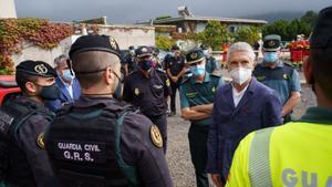 Grande-Marlaska visita el puesto de mando de Protección Civil en La Palma.