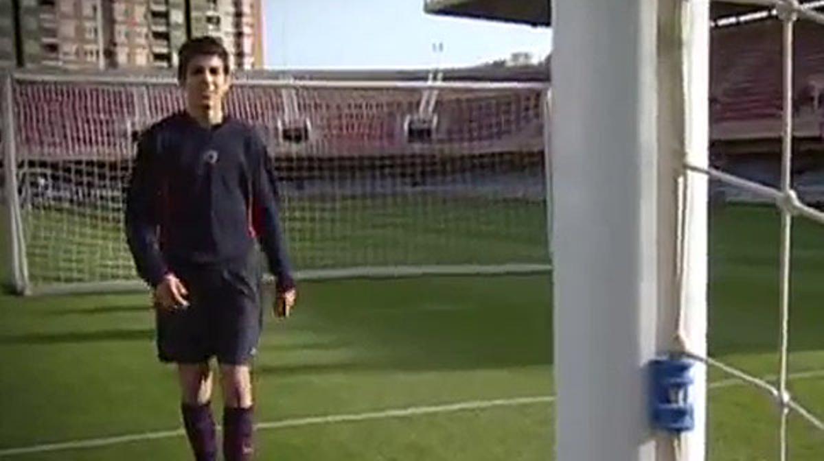 Imágenes de los inicios de Cesc Fábregas jugando a fútbol con el Barça cuando era adolescente.
