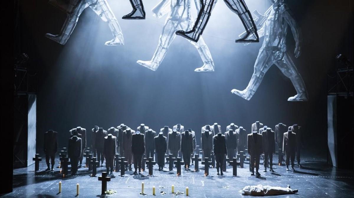 Escena final de la ópera 'Le Duc d'Albe', de Gaetano Donizetti,acabada por Girgio Battisteli, representada en Gante, en una producción dela Ópera de Flandes.
