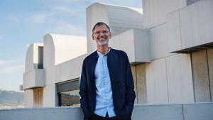 Marko Daniel,  director de la Fundació Joan Miró, en el exterior del museo de Montjuïc.