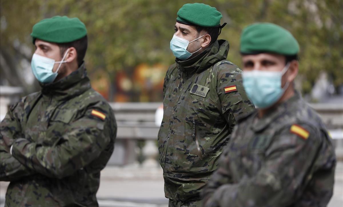 Soldadosen el pabellón de la Fira de Barcelona habilitado para acoger a personas en situación de vulnerabilidad, el pasado 25 de marzo.