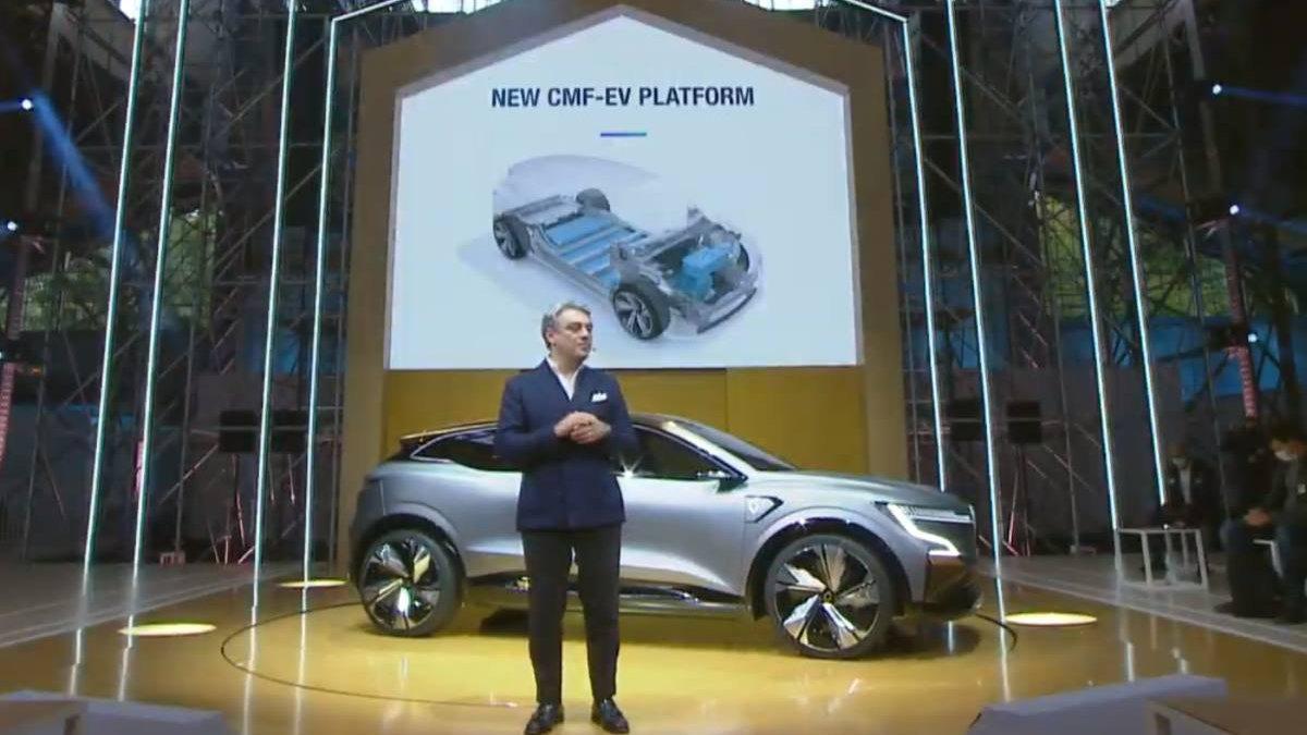 Luca de Meo, CEO de Renault, en la presentación del Mégane eVision