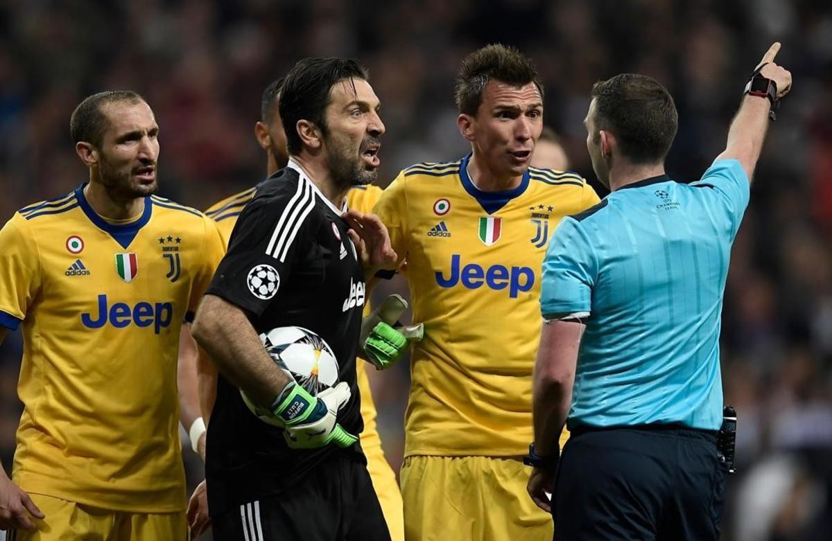 Tres partits de sanció a Buffon per la bronca del penal del Madrid-Juve