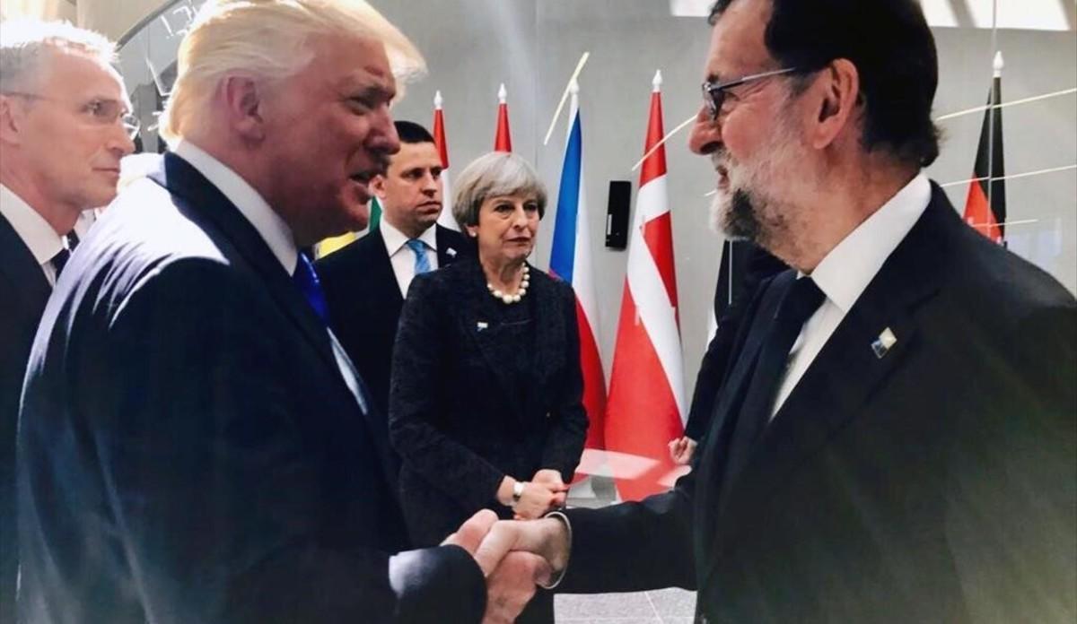 Donald Trump y Mariano Rajoy se saludaron en la cumbre de la OTAN de Bruselas, el pasado mes de mayo.
