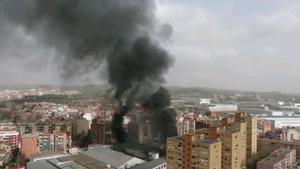 Extinguido un incendio sin heridos en una industria de cremalleras en Rubí