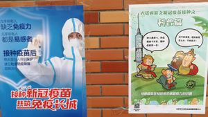 Carteles animando a la población china a avacunarse contra el covid-19