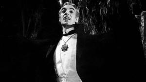 Germán Robles interpreta al conde Lavud en la película 'El vampiro', de 1957.