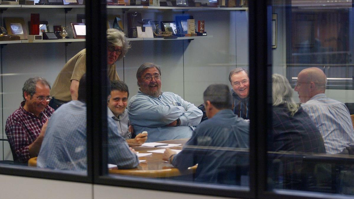 Antonio Franco en un consejo de redacción en Consell de Cent