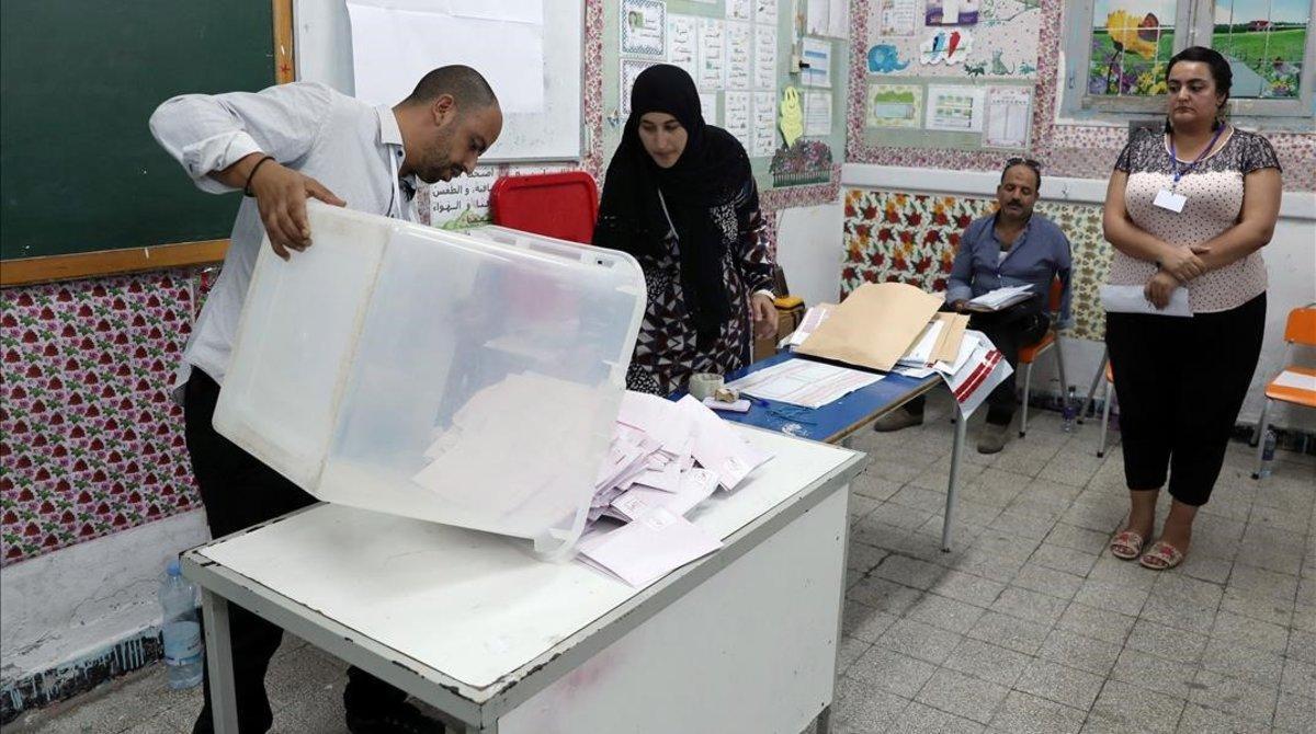 L'alta abstenció i la incertesa marquen les eleccions de Tunísia