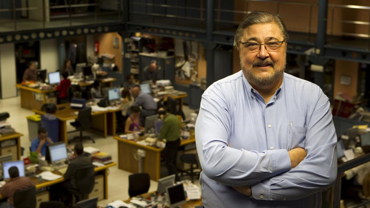 Antonio Franco en la redacción de Consell de Cent