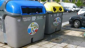 Una mujer, rescatada de un camión de reciclaje de papel en Vitoria