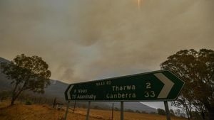 Incendio forestal cerca de la población de Tharwa, a 30 kilómetros de Canberra.