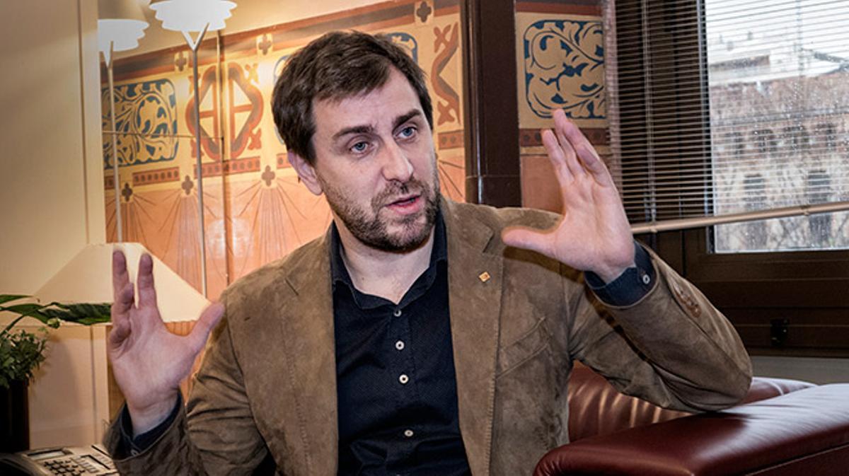 El Conseller de Salut de la Generalitat, nos recibe en su despacho