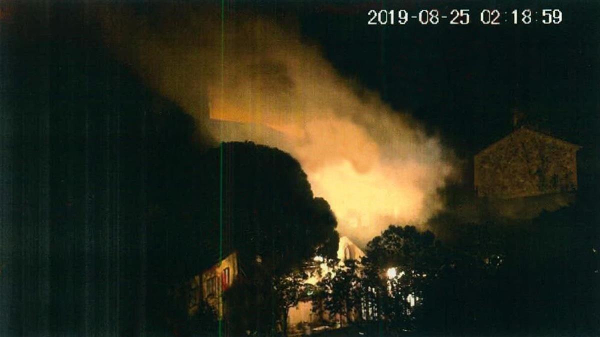 Foto de la humareda generada por un ensayo con explosivos de los CDR.
