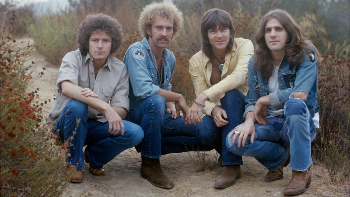 La formación original de los Eagles (Don Henley, Bernie Leadon, Randy Meisner y Glenn Frey) en Topanga Canyon.
