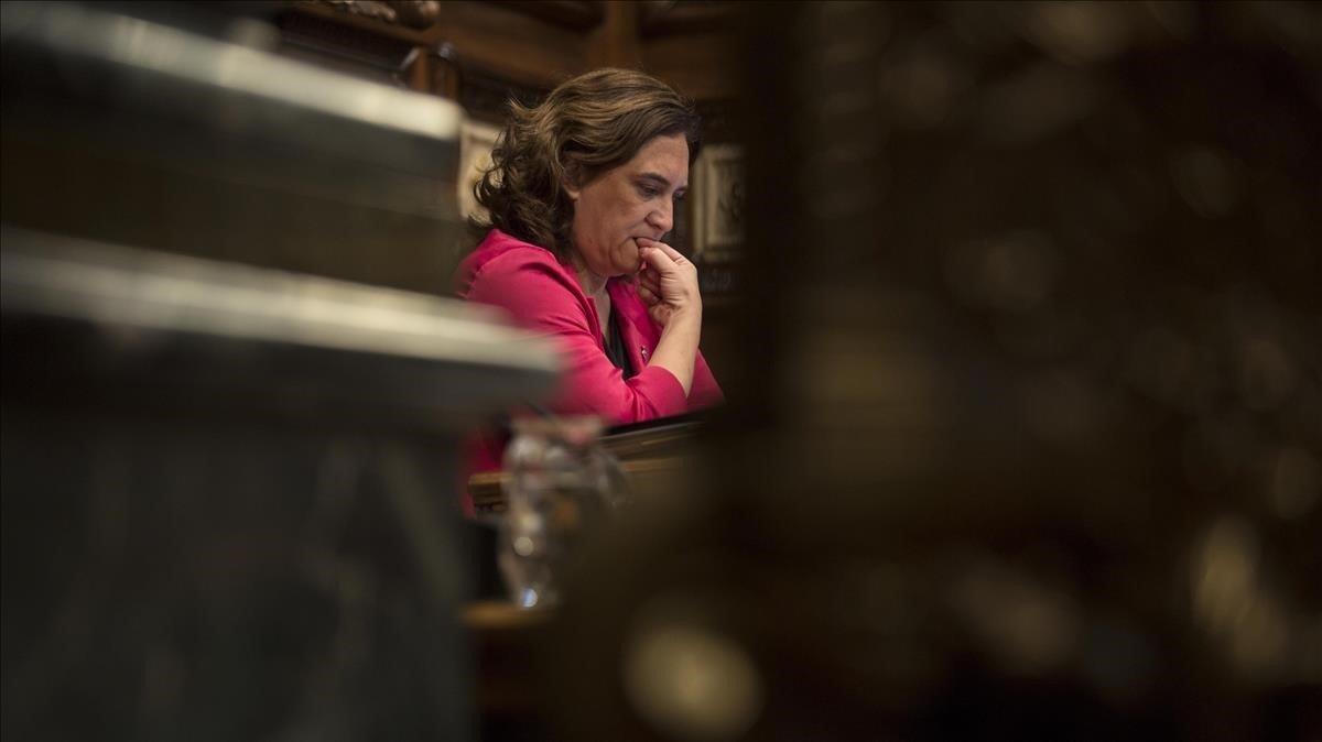 Ada Colau, en un pleno del Ayuntamiento de Barcelona.