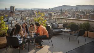 210610JM EL PERIODICOVuelven las terrazas de hotel. - la del Motel One- la del Sir victor - la del nh calderon. Barcelona 10/6/2021