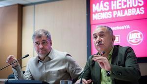 Los secretarios generales de CCOO y UGT, Unai Sordo (i) y Pepe Álvarez (d), en rueda de prensa.